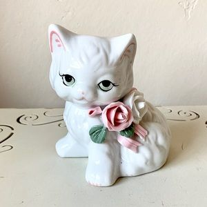 Adorable vintage cat and roses figurine